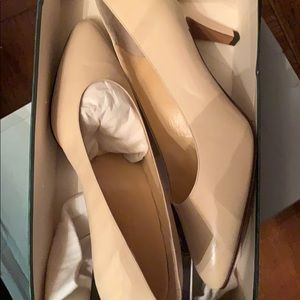 Never worn not once! Gucci pumps in tan color